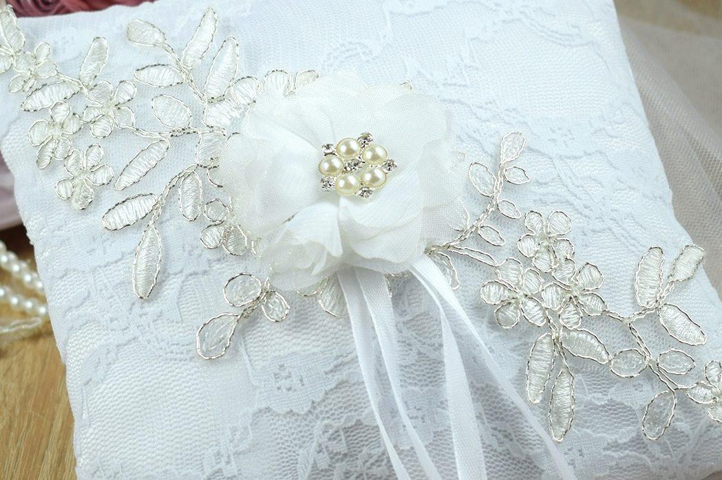 98366f1447 Esküvői gyűrűpárna ezüst zsinóros csipkével | Mke Shop - Egyedi ...